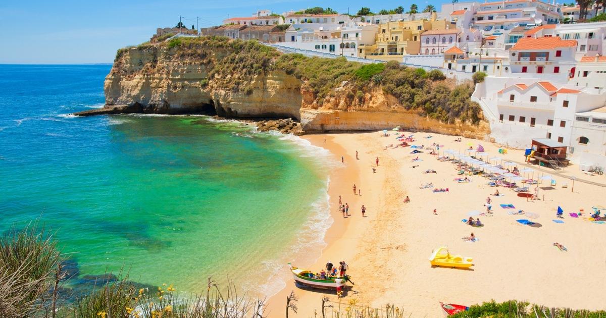 Explora más allá de las playas del Algarve y explora místicas cuevas y encantadoras ciudades antiguas